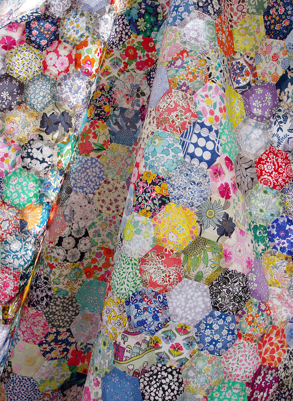 Liberty of London Hexagon Quilt | © Red Pepper Quilts 2018 #englishpaperpiecing #redpepperquilts #hexagonquilt