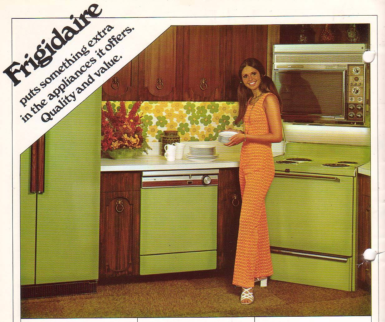 Whatever Happened To The Colorful Kitchen? - Go Retro!