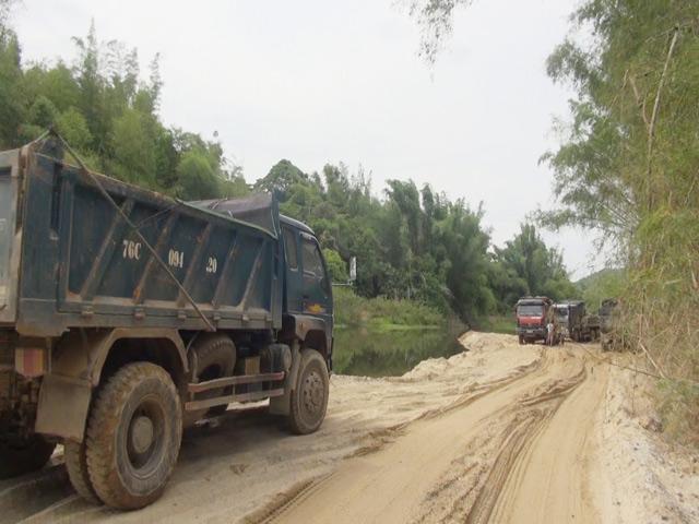 Quảng Ngãi Xã vượt quyền huyện tỉnh đổi cát lấy đường bê tông