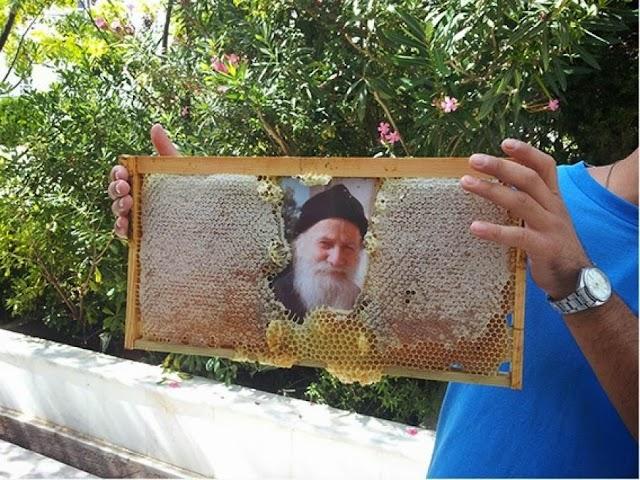 Η θρησκεία μας είναι ολοζώντανη! Έβαλαν εικόνες μέσα σε μελίσσι και έγινε το θαύμα...