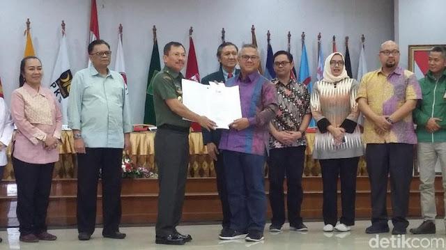 KPU Umumkan Hasil Tes Kesehatan Capres-Cawapres, Pasangan Jokowi-Ma'ruf Dinyatakan....