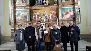 Representantes del comedor social ACUIDE recogiendo el donativo