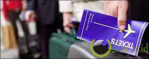 Membeli tiket lewat calo atau reseller