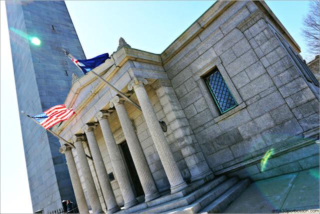 Edificio de Entrada al Monumento de Bunker Hill en Charlestown, Boston