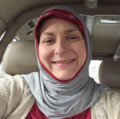 Retorik Kebencian Donald Trump Telah Menyebabkan Wanita Ini Memeluk Islam