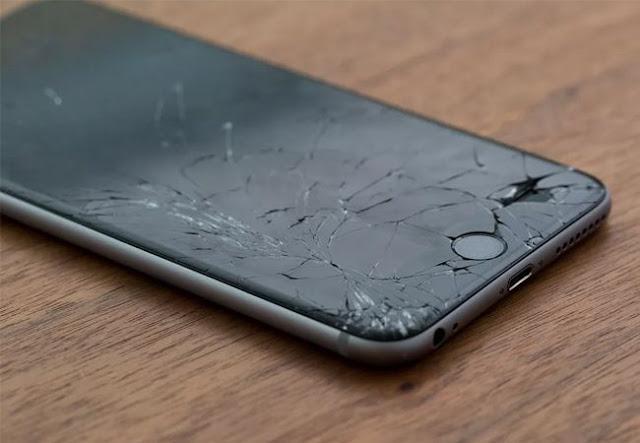 5 Dangers to Use Smartphones with Broken Screens