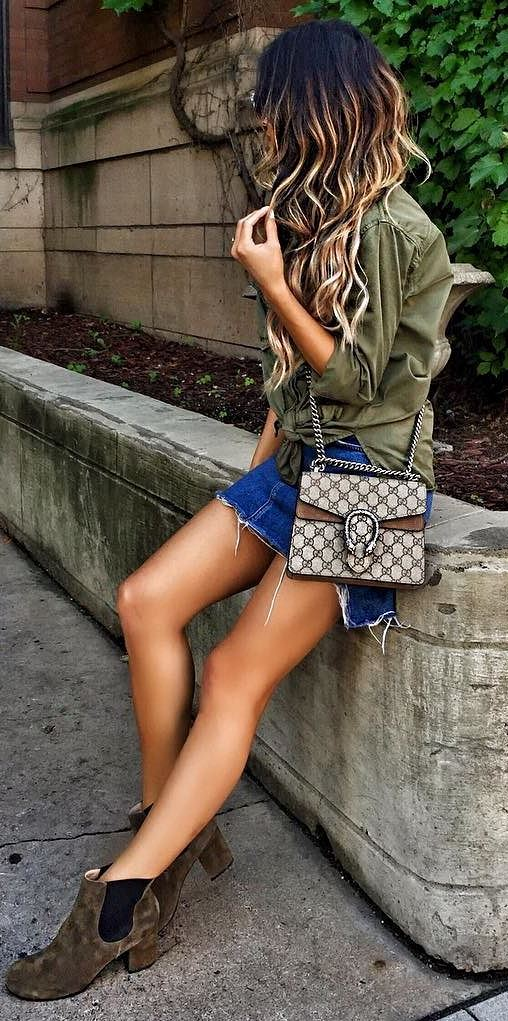 outfit of the day: khaki shirt + shorts + bag + boots