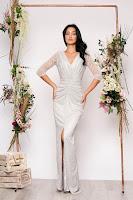 Rochie argintie lunga de ocazie tip sirena cu aplicatii cu sclipici cu decolteu in v