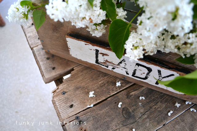 The drill handled junk style one board pallet wood tool box build via FunkyJunkInteriors.net