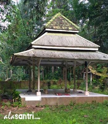 KH Manshur Kalipucung Blitar