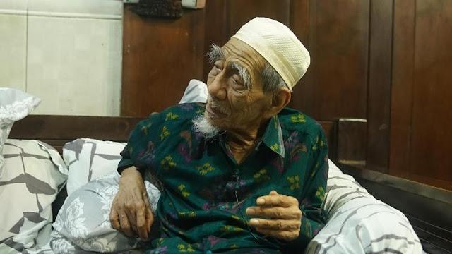 Tanggapi Puisi Fadli Zon, Mbah Moen: Saya Serahkan kepada Tuhan
