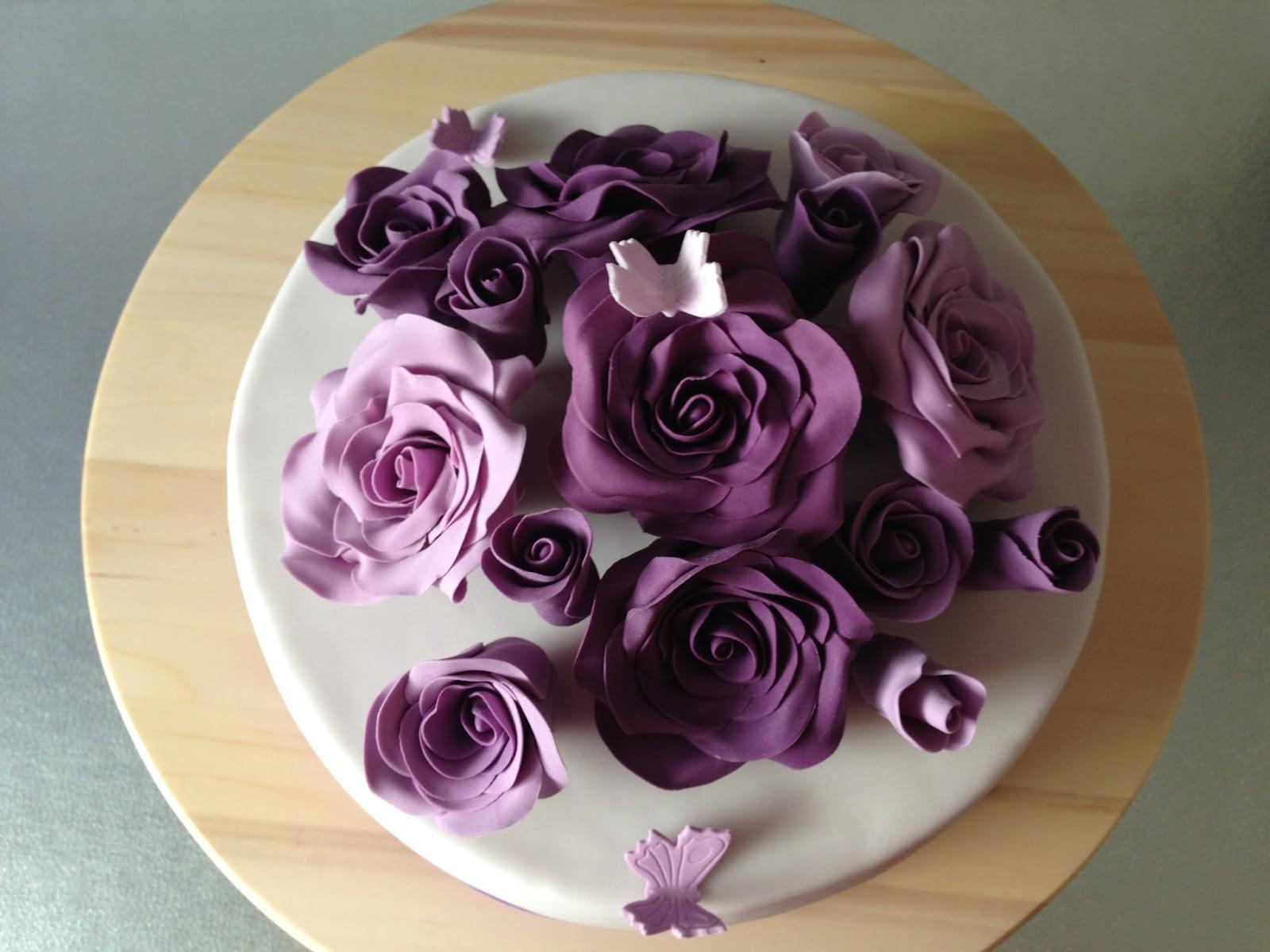 kathis tortenwerke update torte mit lila rosen und schmetterlingen. Black Bedroom Furniture Sets. Home Design Ideas