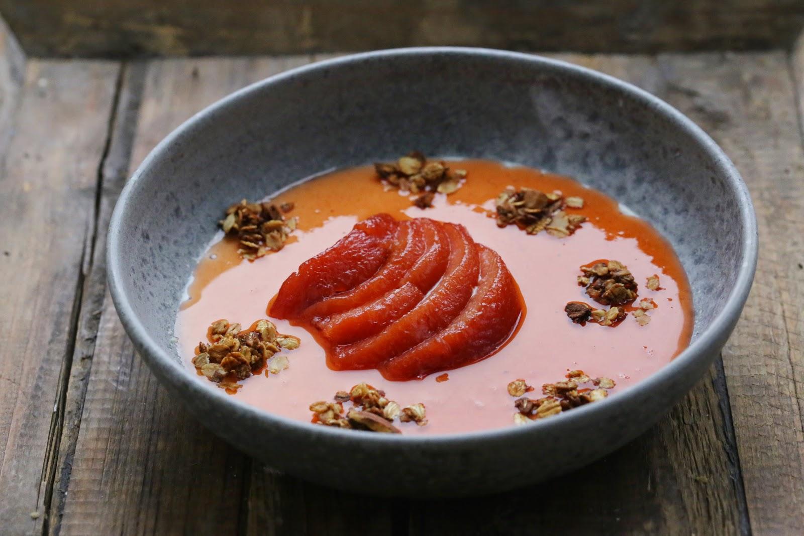 pannacotta, coings pochés , granola croustillant , dessert automne
