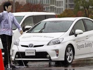Mobil dengan fitur pengamanan aktif