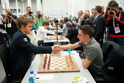 Magnus Carlsen a dominé Fabiano Caruana lors de la ronde 6 - Photo © site officiel