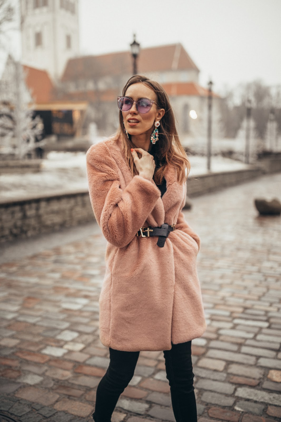 belt over faux fur coat outfit