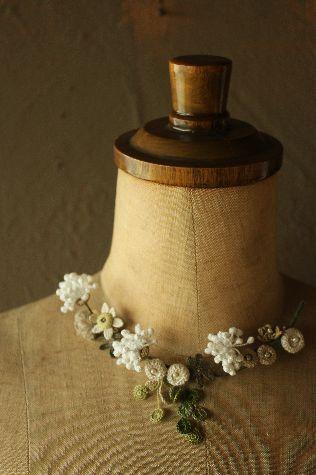 wzory maleńkich kwiatków szydełkiem