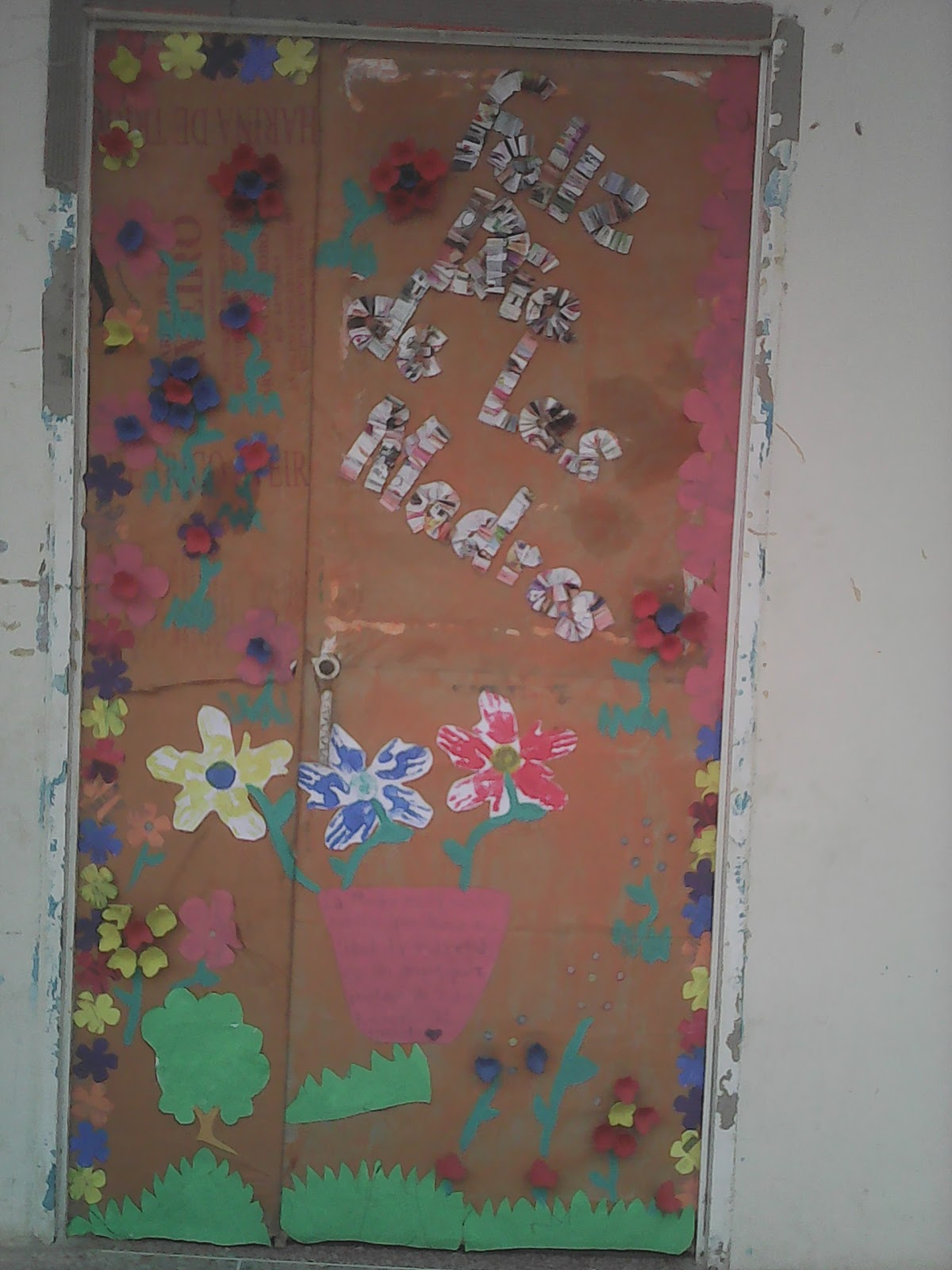 Cajitas de sue os puertas decoradas para el dia de las madres for Puertas decoradas para el dia del libro