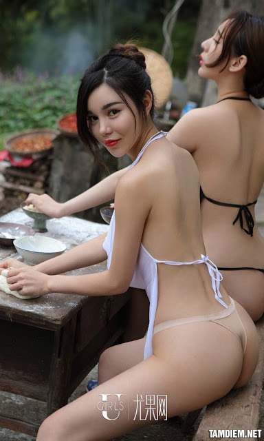 Hot girls Beautiful sexy girls bathing in the river 6