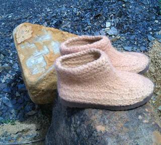 sapato tricotado, tingido e feltrado número 37