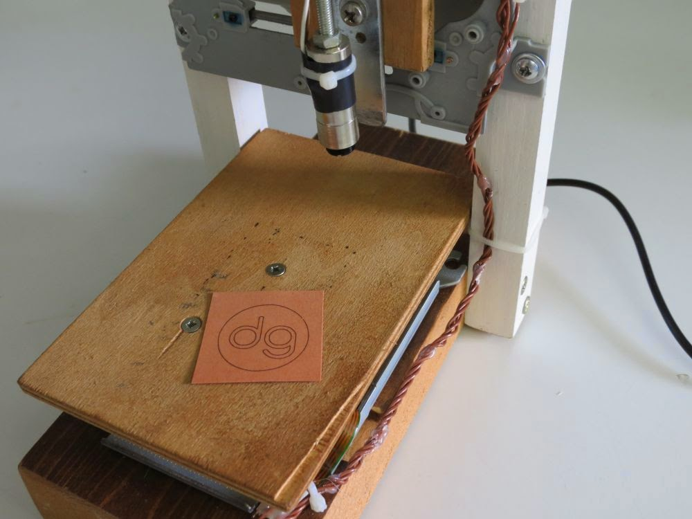 Davide Gironi: 38mm x 38mm Laser Engraver build using CD-ROM