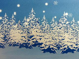 ホワイトインクを重ね刷りして表現された木々への積雪