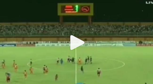 PERTAMA! Wasit Asing Standar FIFA Liga 1 di Laser dan Ditendang