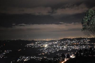 Pemandangan Malam Gunung Putri Lembang
