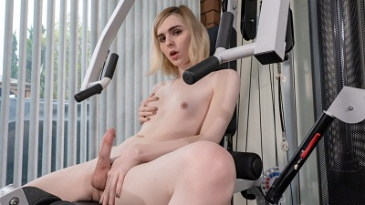 Bobstgirls – Ella Hollywood – Working Up An Orgasm