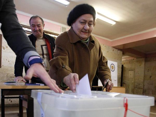 Subvencionarán elecciones anticipadas de Armenia