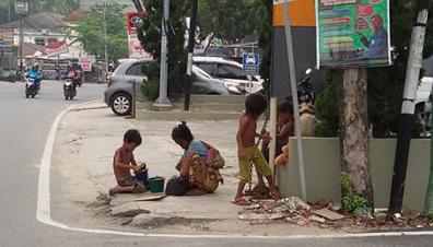 Kasihan.. Suku Anak dalam Berjalan Ratusan Kilometer menuju Pekanbaru, karena Diusir Perusahaan dari Tanah Kelahiran
