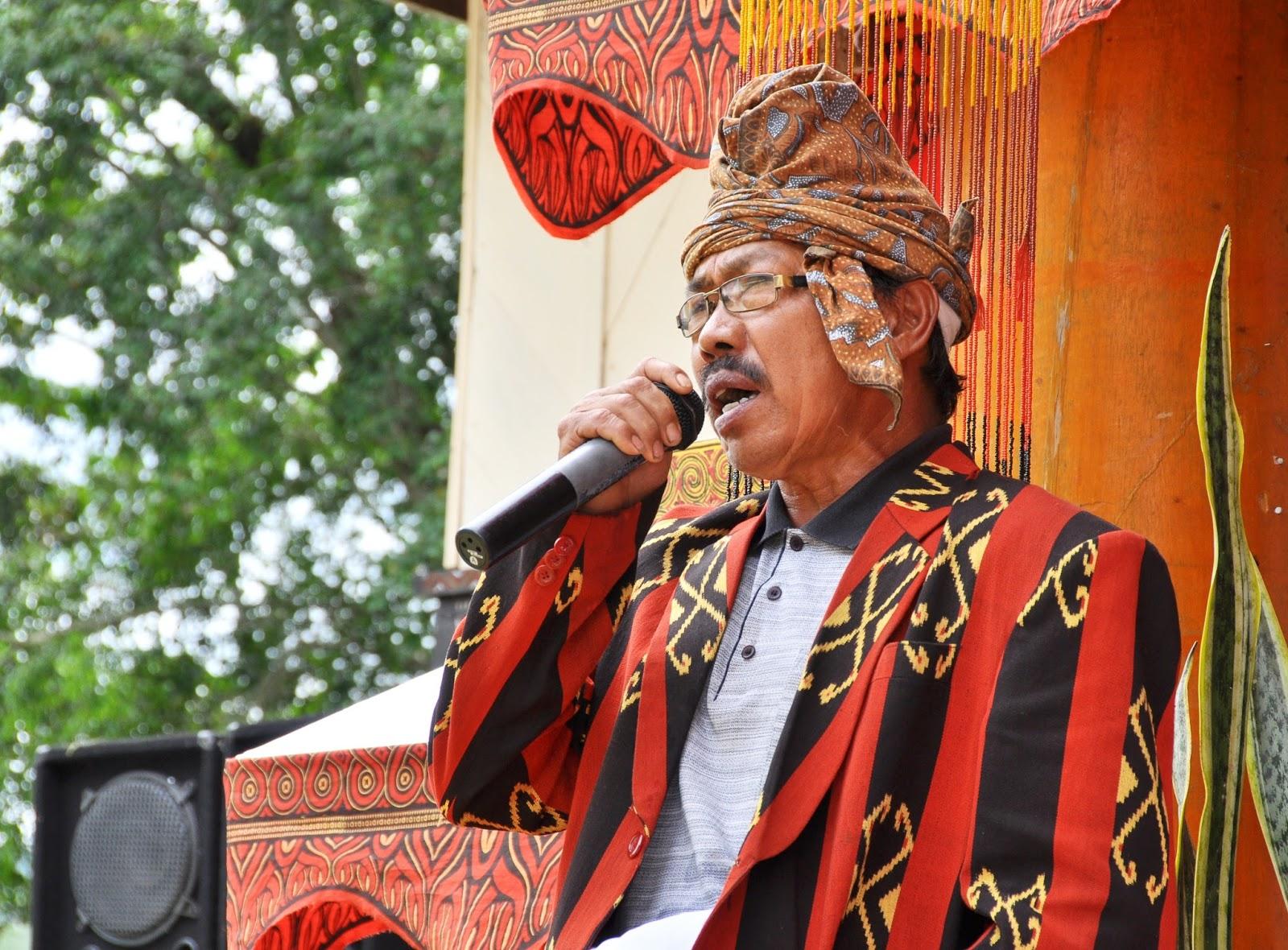 Manganta' Atau Mangimbo Pada Upacara perkawinan Tradisional Suku Toraja