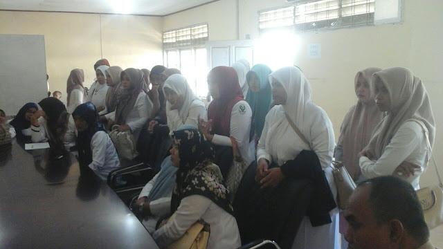 Puluhan Pegawai RS Fakinah Datangi Dinas Tenaga Kerja Aceh