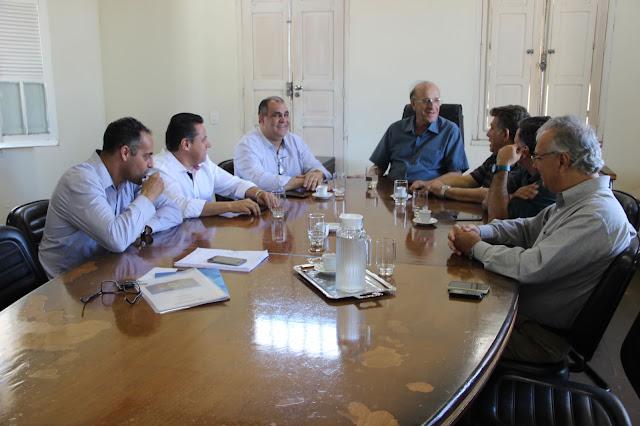 Governo municipal e Associação Comercial de Araguari renovam parceria
