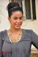 Actress Mumaith Khan Pictures at Thikka First Look Launch  0005.JPG