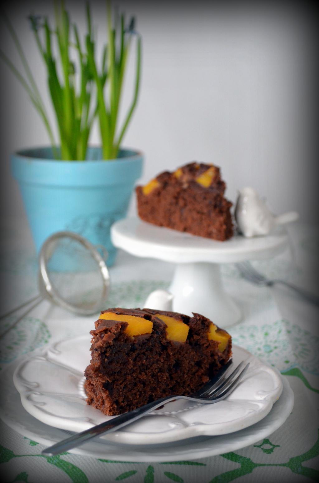 ciasto-czekoladowe-z-brzoskwiniami Ciasto czekoladowe z brzoskwiniami