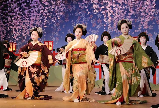 Kitano Odori (Traditional Spring Dance) by Kamishichiken Kabukikai, Kyoto