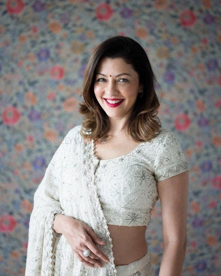 Aditi Govitrikar- backtobollywood