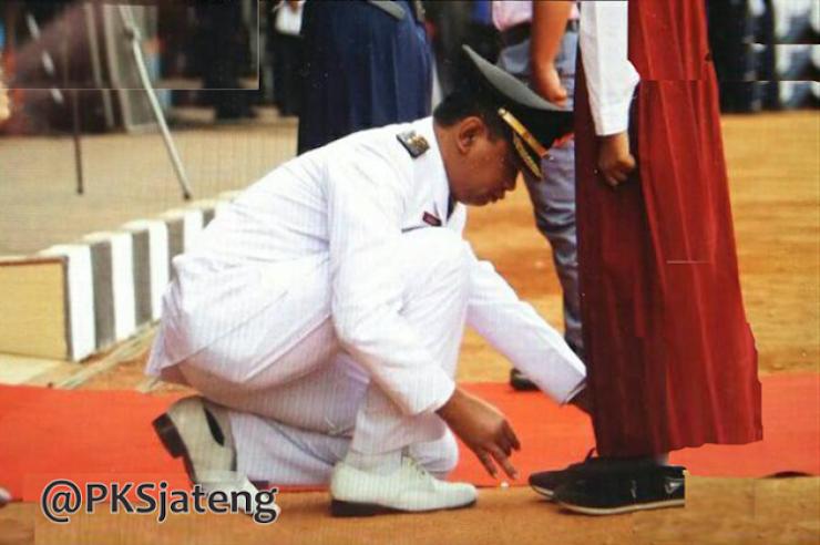 Saat Wabup Sragen Benarkan Tali Sepatu Petugas Upacara HUT RI ke-72