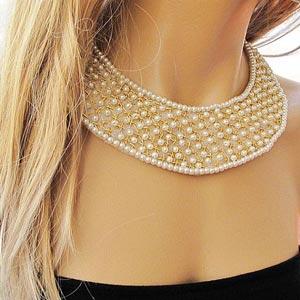 ¡Usa un collar que armonice con tu escote!