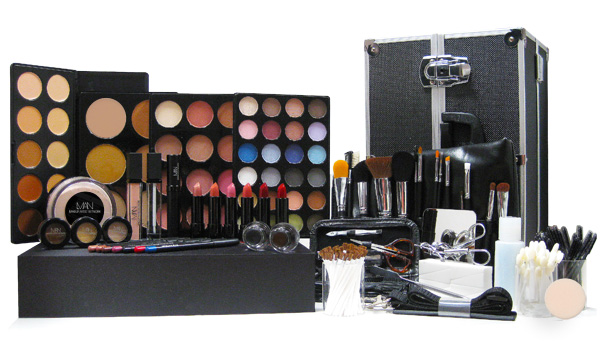 SHE FASHION CLUB: Professional Makeup Kit