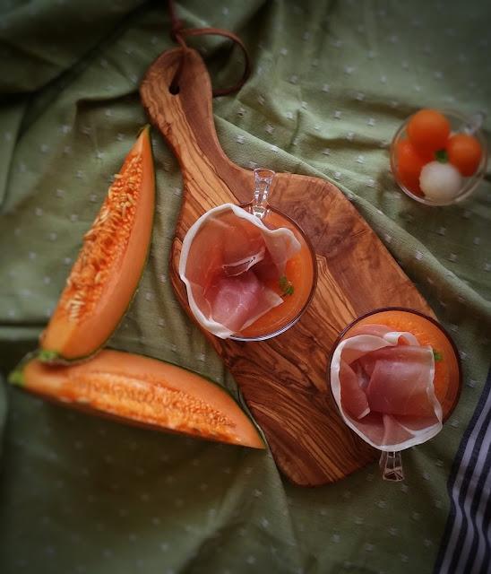 prosciutto e zuppetta di melone leggermente alcolica