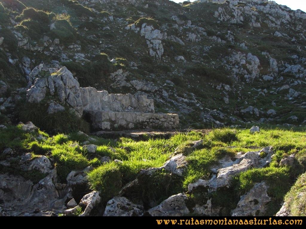 Ruta Ercina, Verdilluenga, Punta Gregoriana, Cabrones: Fuente en la Camperas de Haces