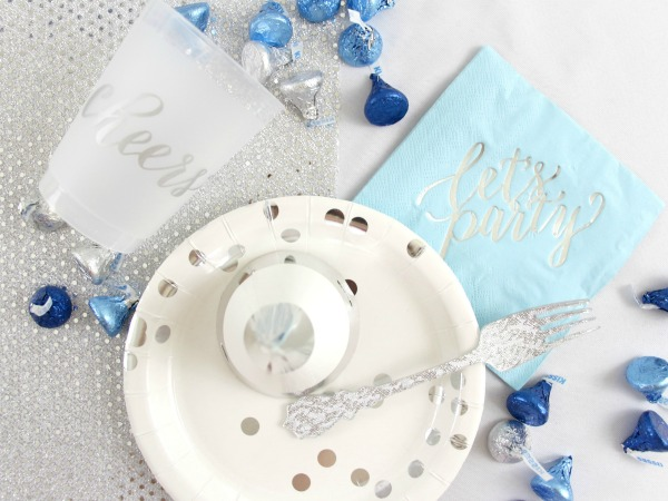 Need some inspiration for a Nights of Lights Hanukkah Party? Click here to see how to assemble an easy silver and blue Hanukkah Party with Crated.