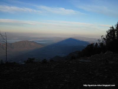 La sombra del Cerro Viejo al amanecer