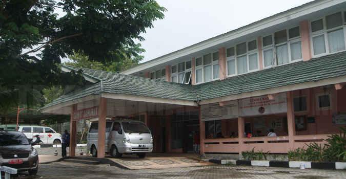 Kasus kematian bayi Titahena anak dari Mey Titahena di Rumah Sakit Umum Daerah (RSUD) Dr. Haulussy Ambon diduga lantaran adanya kelalaian penanganan yang dilakukan tenaga medis pada rumah sakit tersebut.