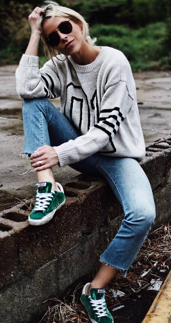 outfit of the day | printed sweater + jeans + sneakers