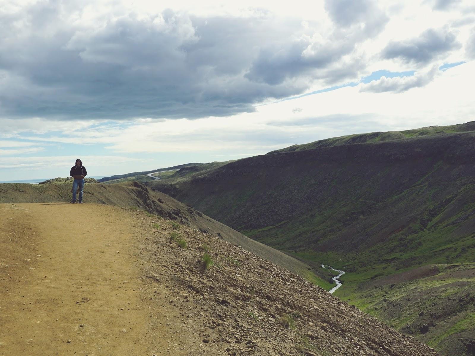 dolina, góry, trekking, trekking path, Reykjadalur, Islandia, Południowa Islandia, panidorcia, blog, blog o Islandii, wakacje w Islandii, Islandia zwiedzanie, gorące źródła, pola geotermalne