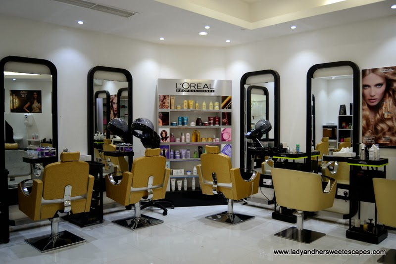 Al Marasim salon's hair styling area