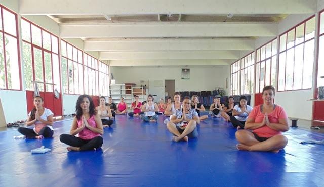 Aula de Yoga oferecida pela Secretaria de Esporte de Registro-SP é sucesso de adesão